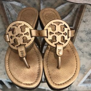 TORY BURCH  MILLER GOLD PEBBLED LTHR SZ 6.5 GREAT